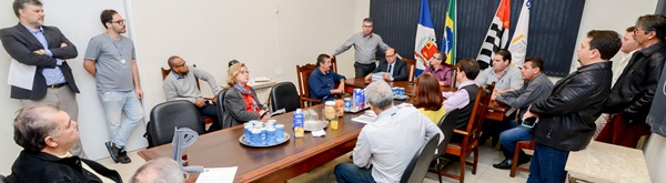 Prefeitura e vereadores discutem  como acelerar verbas para obras.