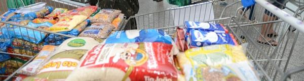 Quase sete toneladas de alimentos arrecadadas no sábado.