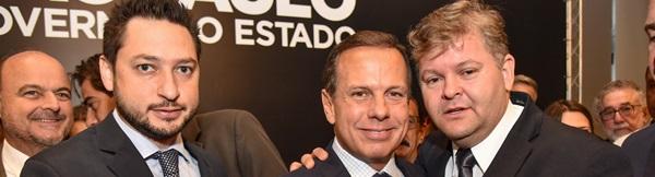 Juninho entrega ao governador Dória  Carta de Rio Claro em apoio à Unesp.