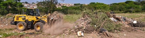 Prefeitura retira 90 toneladas de lixo de  área próxima ao ecoponto do São Miguel.