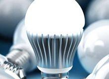 Juninho assina lei que põe fim à taxa de iluminação.