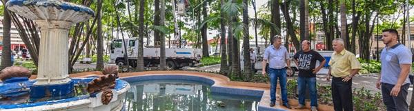 Juninho entrega nova iluminação do Jardim Público de RC na sexta-feira.
