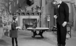 Família Addams dançando clássico do Rock. Ramones-Hey! Oh! Let's go!